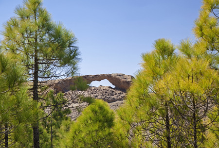 Photo pour Gran Canaria, Las Cumbres - the highest areas of the island, eroded stone arch La Ventana del Nublo - image libre de droit