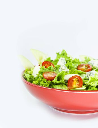 Photo pour Vegetarian salad with tomatoes, cheese, lettuce. Vegetables in the red bowl. Delishes food. - image libre de droit