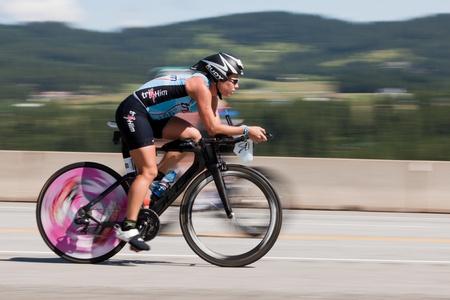 Photo pour COEUR D ALENE, ID - JUNE 23: Natasha van der Merwe on bike at the June 23, 2013 Ironman Triathlon in Coeur d'Alene, Idaho. - image libre de droit