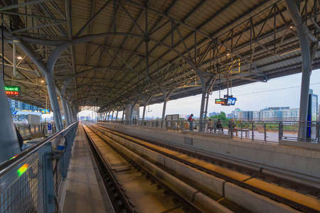 Photo pour Train view on railway in Airport Rail link in Bangkok Downtown at financial district, buildings in urban city, Thailand. Transportation for tourists visiting in travel trip or holiday. - image libre de droit