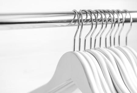 Photo pour Chaotically places hangers on the rack - image libre de droit