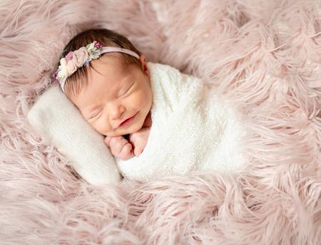 Photo pour newborn sleeping on baby bed - image libre de droit