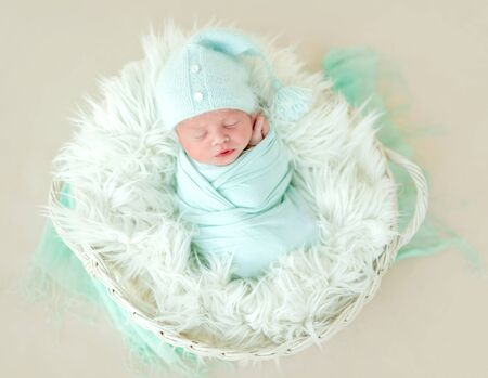 Photo pour Cute neaborn sleeping in kid basket - image libre de droit