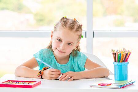 Photo pour School girl smiling - image libre de droit