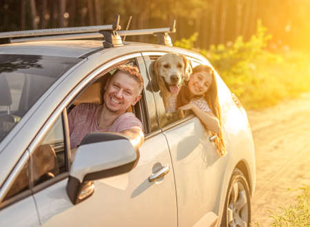 Photo pour Father driving car with daughter and dog - image libre de droit