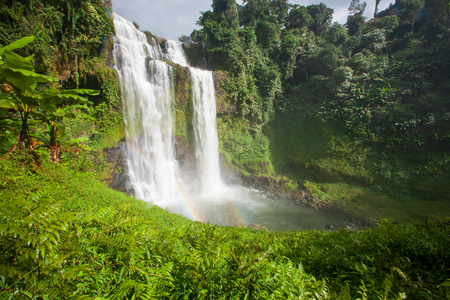 Photo pour Great waterfall scenery with a rainbow. Tad Yuang, dramatic waterfall drops 40 metres over a cliff and tropical forest. Bolaven Plateau, Paksong, Laos. Rainy season. - image libre de droit