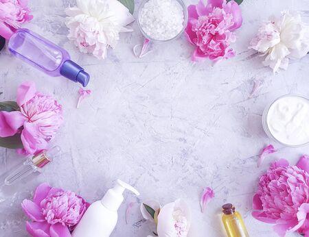 Photo pour cream cosmetic peony - image libre de droit
