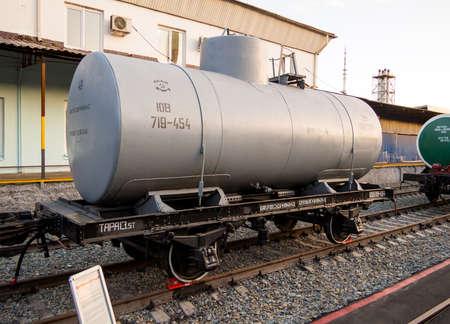 Photo pour Voronezh, Russia - August 29, 2019: Tank for the transport of gasoline and kerosene - image libre de droit