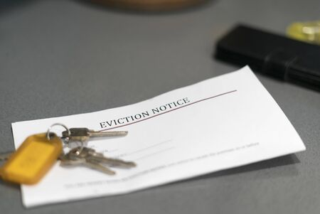 Photo pour House keys sitting on an eviction notice received in the mail. - image libre de droit