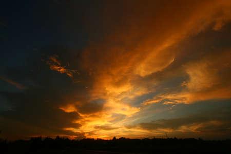 Foto de Twilight with orange clouds and blue sky - Imagen libre de derechos