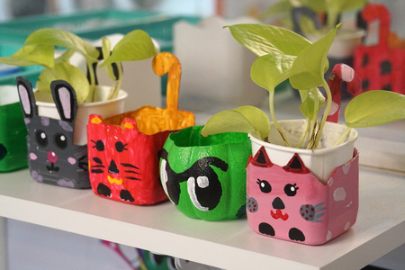Foto de art and craft design kid toys from recycle materials - Imagen libre de derechos