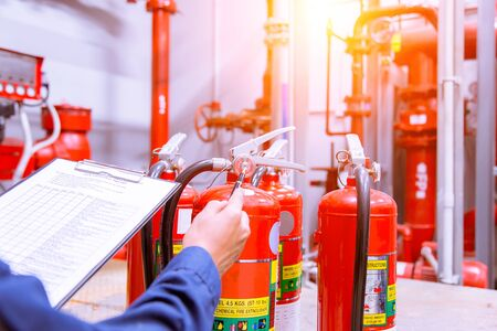 Photo pour Engineer checking Industrial fire control system,Fire Alarm controller, Fire notifier, Anti fire.System ready In the event of a fire. - image libre de droit