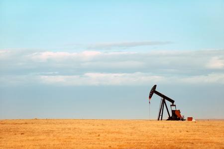 Working oil pump on Nebraska plains