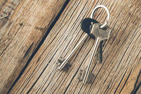 Photo pour different keys on the wooden desk background  - image libre de droit