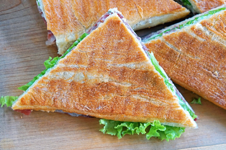 Diagonally cut triangular toast sandwiches