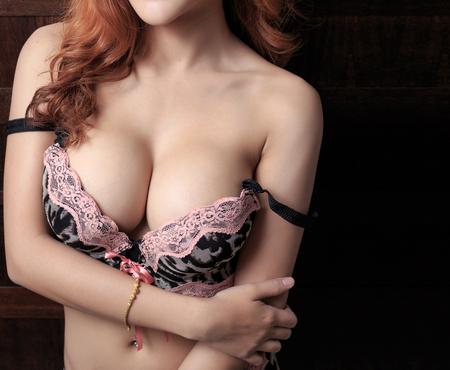 Photo pour Beautiful slim body of woman - image libre de droit