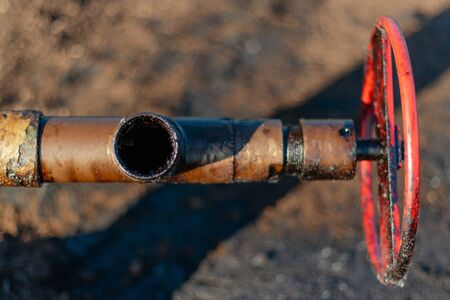 Photo pour Oil, gas industry. Group of wellhead and reinforcement valves. Environmental pollution. - image libre de droit