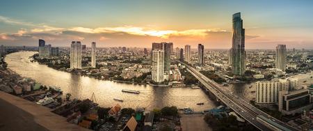 Photo pour Landscape of River in Bangkok city, Panorama - image libre de droit