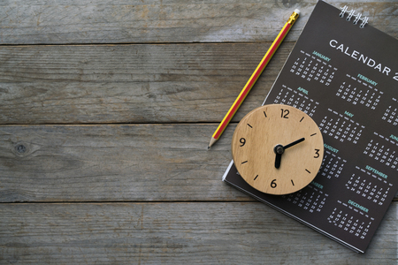Photo pour close up of clock, calendar and pencil on the table, planning for business meeting or travel planning concept - image libre de droit