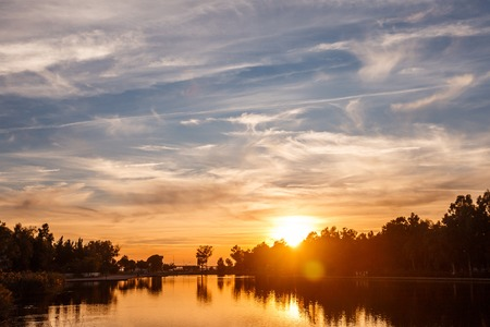 Photo pour Sunset on the city pond. Lake in a small resort town. Beautiful evening clouds. Amazing card view. - image libre de droit