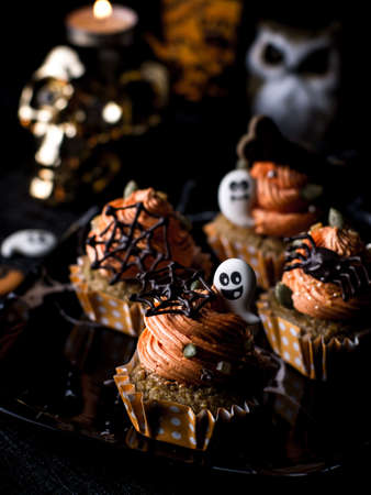 Photo pour Halloween Party Bakery Table with  Cupcake Muffin and cookies. - image libre de droit