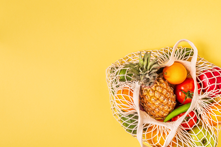 Foto per Fresh vegetables and fruits in bag mesh, top view. - Immagine Royalty Free