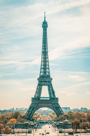 Photo pour Eiffel Tower in Paris, France - image libre de droit
