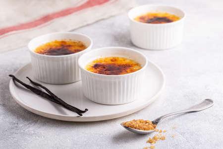 Creme brulee. French vanilla cream dessert with caramelised sugar, selective focus.の素材 [FY310156614910]