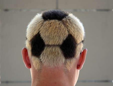 Photo pour soccer haircut - image libre de droit