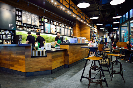 Photo pour BANGKOK, THAILAND - JUNE 21, 2015: Starbucks Cafe interior. Starbucks Corporation is an American global coffee company and coffeehouse chain based in Seattle, Washington - image libre de droit