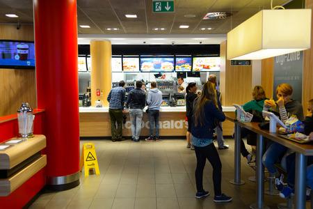 Foto de PRAGUE, CZECK REPUBLIC - AUGUST 18, 2015: McDonald's restaurant. McDonald's is the world's largest chain of hamburger fast food restaurants, founded in the United States. - Imagen libre de derechos