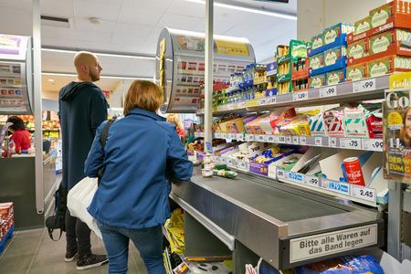 Photo pour DUSSELDORF, GERMANY - CIRCA SEPTEMBER, 2018: interior shot of Netto supermarket in Dusseldorf. - image libre de droit