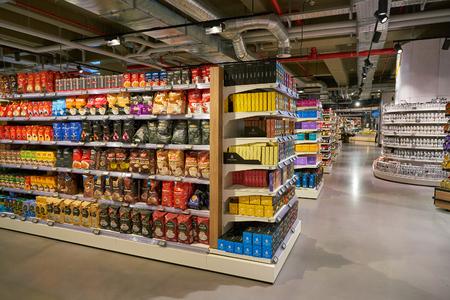 Photo pour DUSSELDORF, GERMANY - CIRCA SEPTEMBER, 2018: interior shot of Zurheide supermarket in Dusseldorf. - image libre de droit