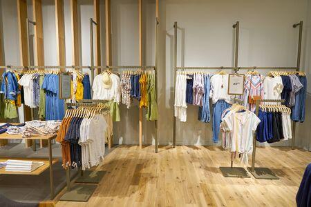 Photo pour SINGAPORE - CIRCA APRIL, 2019: interior shot of Esprit store in Jewel Changi Airport. - image libre de droit