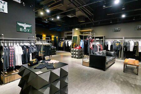 Photo pour SHENZHEN, CHINA - CIRCA APRIL, 2019: interior shot of a BOY retail store at a shopping mall in Shenzhen. - image libre de droit