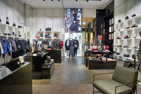 Photo pour BERLIN, GERMANY - CIRCA SEPTEMBER, 2019: interior shot of Karl Lagerfeld store in Berlin. - image libre de droit