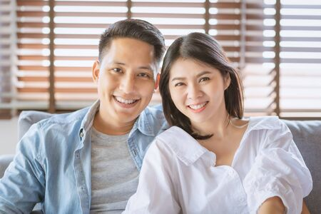 Photo pour Asian couple lovers enjoy and laugh on vacation make more quality time of happiness together - image libre de droit