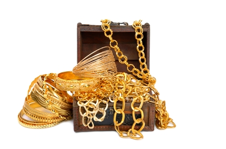 Photo pour Golden chains and bracelets - image libre de droit