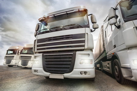 Photo pour plain truck fleet - image libre de droit