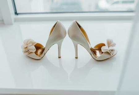 Photo pour White pair of shoes on the table. - image libre de droit