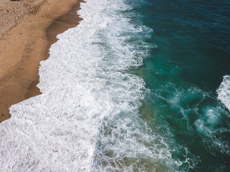 Photo pour Aerial view of the ocean waves washing on the coast - image libre de droit