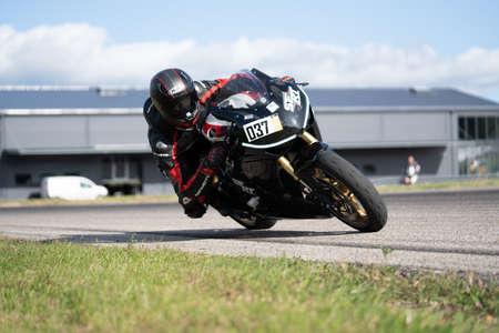 Photo pour 10-09-2020 Ropazi, Latvia Motorcyclist at sport bike rides by empty asphalt road. sport bike. Motorcyclist training. - image libre de droit