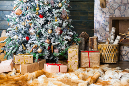 Photo pour Presents under the Decorated Christmas tree. Happy new year! - image libre de droit