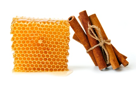 An image of honeycomb and sticks of cinnamon