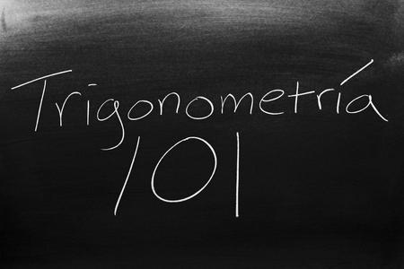 Las palabras Trigonometría 101 en una pizarra con tiza