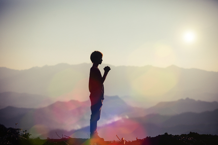 Photo pour Faith of christian concept: Spiritual prayer hands over sun shine with blurred beautiful sunset background - image libre de droit