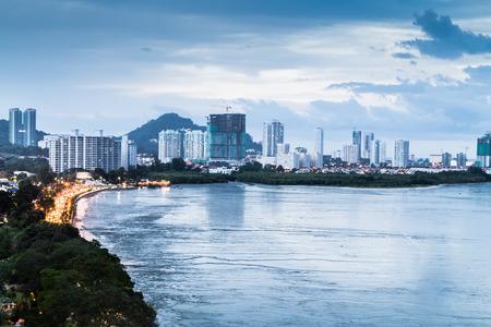 Photo pour Scenic view of Gurney Drive, Penang popular tourism destination during dusk hour - image libre de droit