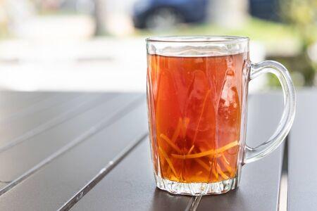 Foto de Black tea with ginger slice or known as Teh O Halia in Malaysia - Imagen libre de derechos