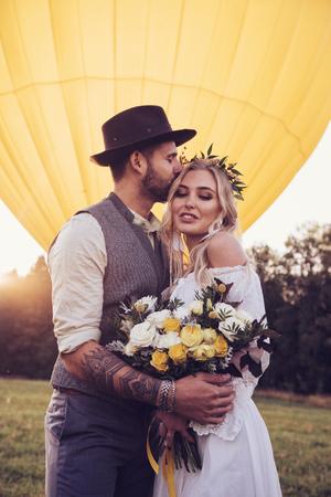 Photo pour bride and groom outdoors. wedding ceremony. wedding arch - image libre de droit