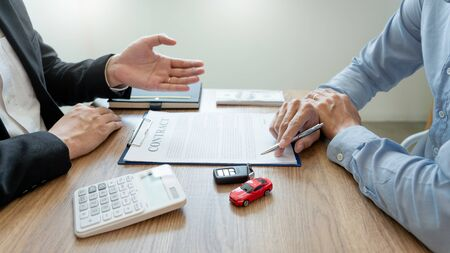 Photo pour agent broker man holding document showing an transportation contract form to client ownership  customer and salesman with car key - image libre de droit